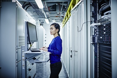 Data_Center_woman